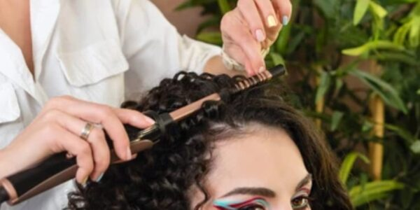 Se spécialiser en métier de la coiffure grâce à une formation coiffure adulte!